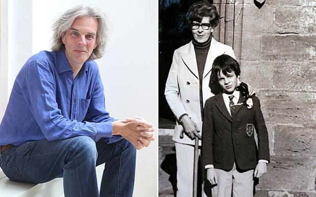 Peter Stanford a direita e com sua mãe, a esquerda.