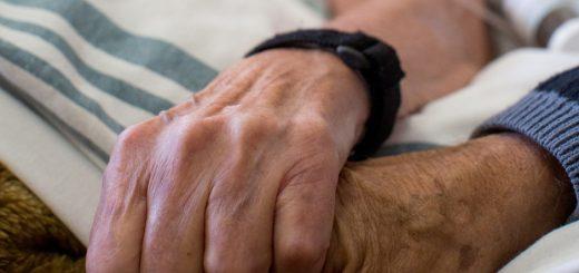 rais-data-cancer-melhor-morte-death-hospice-hands1