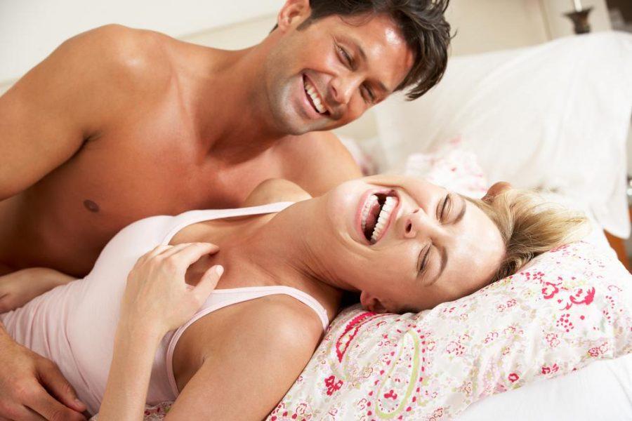 As mulheres gostam de homens que as façam rir e já os homens, de mulheres que riem de suas piadas.