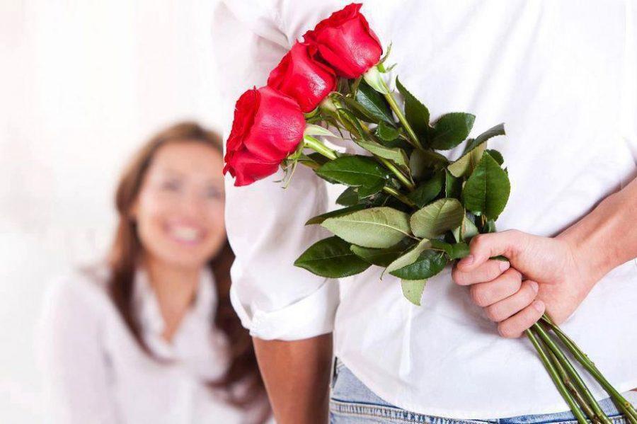 Contar para alguém que a deseja é uma estratégia para ser mais atraente. E que tal usar flores?