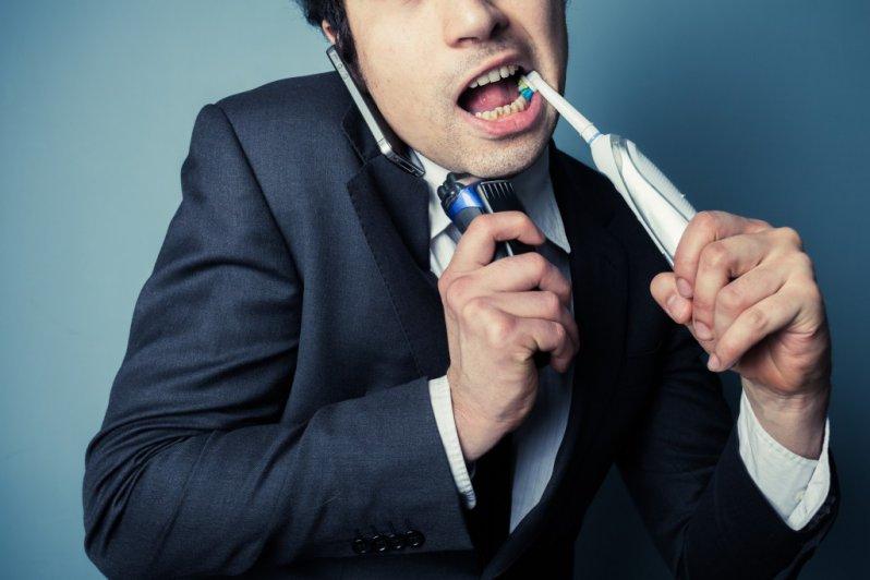 Atenção é muito importante na hora de escovar os dentes.
