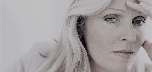 É mais comum em mulheres e em maiores de 65 anos, mas pode acometer qualquer sexo e idade. Saiba mais sobre o Hipotireoidismo e como é o seu tratamento.